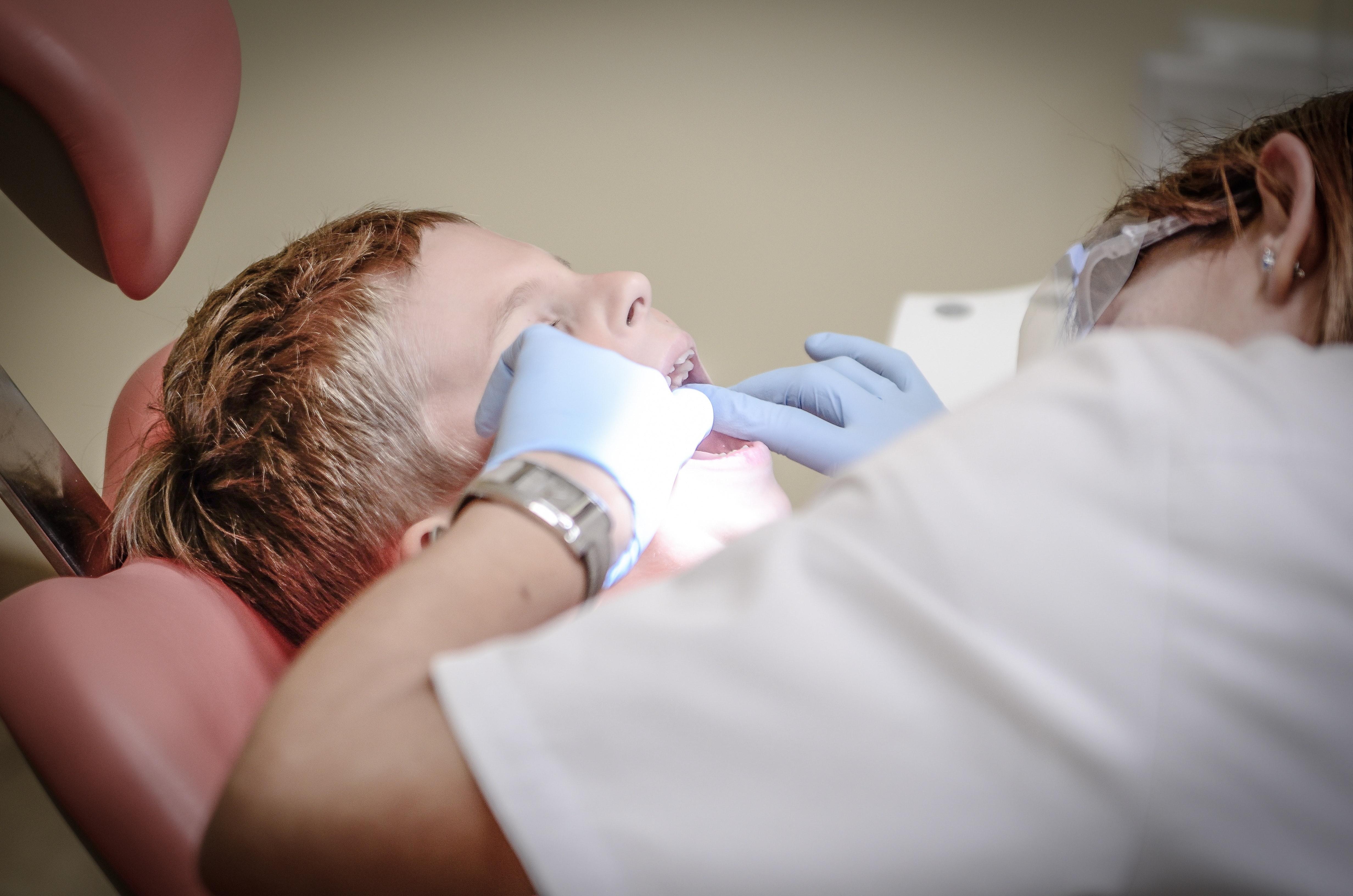 pain-armchair-dentist-suffering-52527
